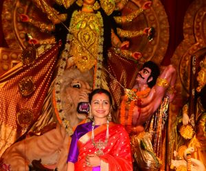 Rani Mukerji at Durga Puja in juhu WITH Red Saree