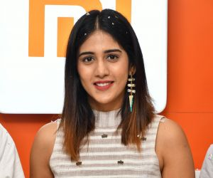 RedMi 6 Mobile Offline Launch Tollywood Actress Chandini Chowdary