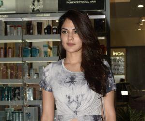 Rhea Chakraborty spotted at Juice khar