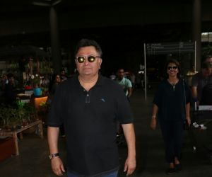 Rishi Kapoor  Spotted At Airport