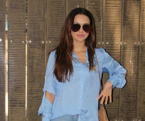 Sana Khan Dubbing Her Upcoming Film Toilet Ek Prem Katha