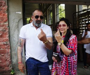 Sanjay & Manyata Dutt voting at bandra