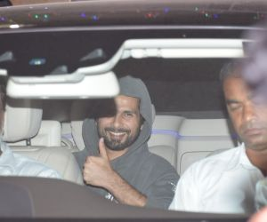 Shahid Kapoor spotted at juhu