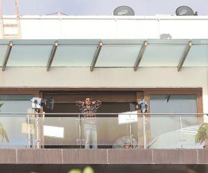 Shahrukh Khan shooting at Mannat bandra