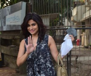 Shamita Shetty Spotted At Kromakay Juhu