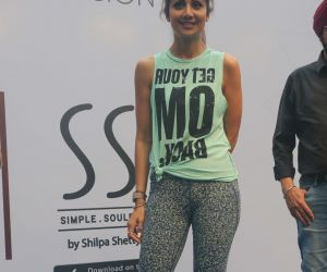 Shilpa Shetty conducts a yoga event at Phoenix lower parel