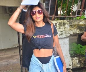 Shilpa Shetty spotted at kromakey juhu