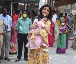 Shilpa Shetty Visit Siddhivinayak For Samisha'sFirst Birthday
