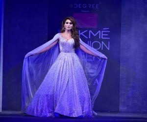 Showstoppers at Lakme Fashion Week - Urvashi Rautela