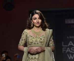 Showstoppers at Lakme Fashion Week - Soha Ali Khan