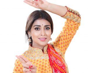 Shriya Saran Dance pics