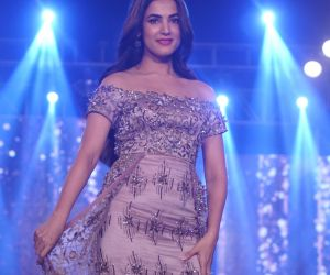 Sonal Chauhan Walk The Ramp As ShowStopper For Designer Sneha Parekh At 'The Wedding Junction Show