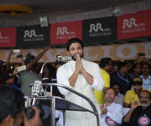 Southern Star Allu Arjun got a grand welcome in Mallu land
