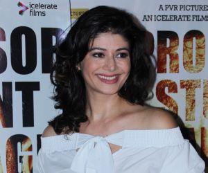 Pooja Batra looks gorgeou