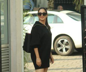 Kiara Advani Spotted At Airport In Kalina