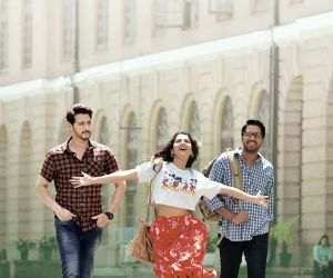 Maharshi Movie Still