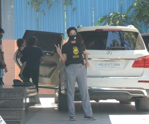 Sunny Leone in a casual wear spotted at juhu