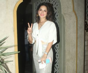Sunny Leone spotted at juhu