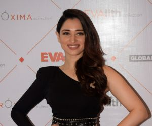 Tamannaah Bhatia instills peaceful vibes on her Golden Temple visit with family