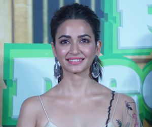 Kriti Kharbanda on cloud nine as she posts her happy picture on Instagram