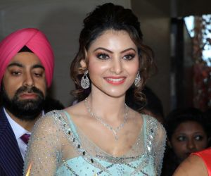 Want to know how to get a stunning figure like Urvashi Rautela? These posts are proof of her healthy lifestyle