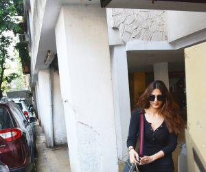 Bollywood Actress Vaani Kapoor spotted at bandra
