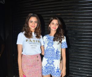 Vedhika Kumar and Aamna Sharif spotted at Bastian bandra