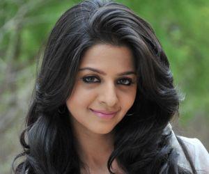 Vedhika Photo