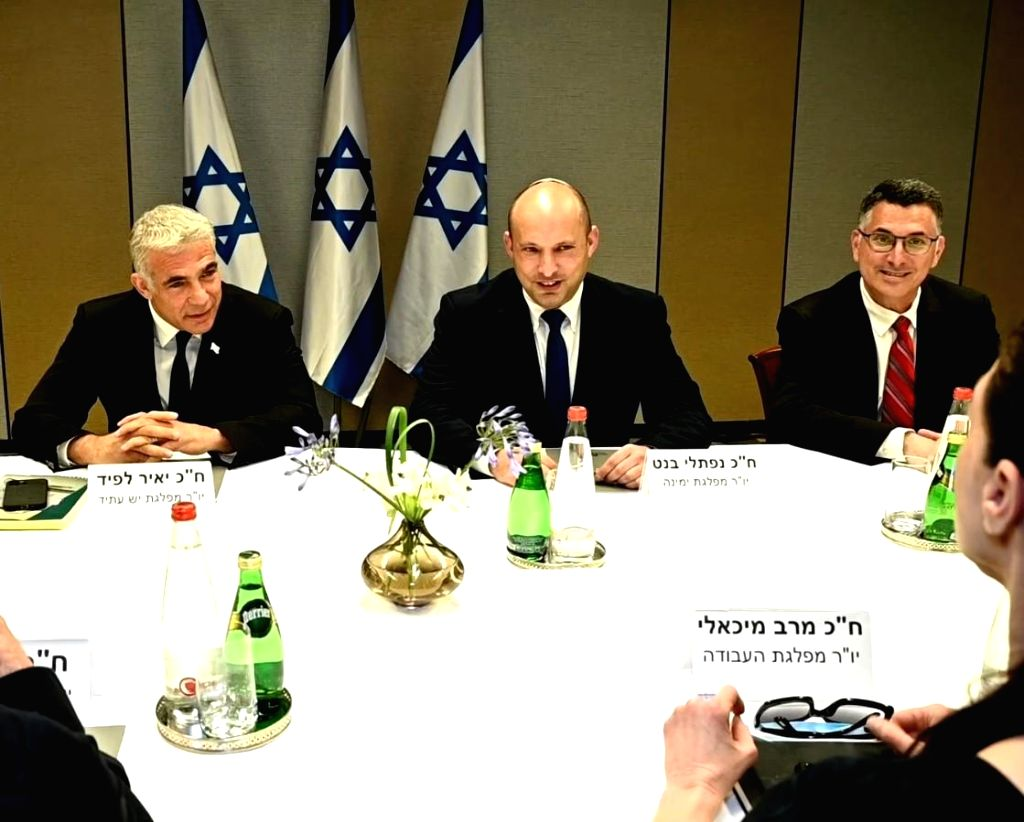 06 June 2021, Israel, Ramat Gan: Naftali Bennett (C), leader of the Israei ultra-right Yamina (Rightwards) party, Yair Lapid (L), leader of the Yesh Atid (Future) party, and Gideon Saar, leader of ...