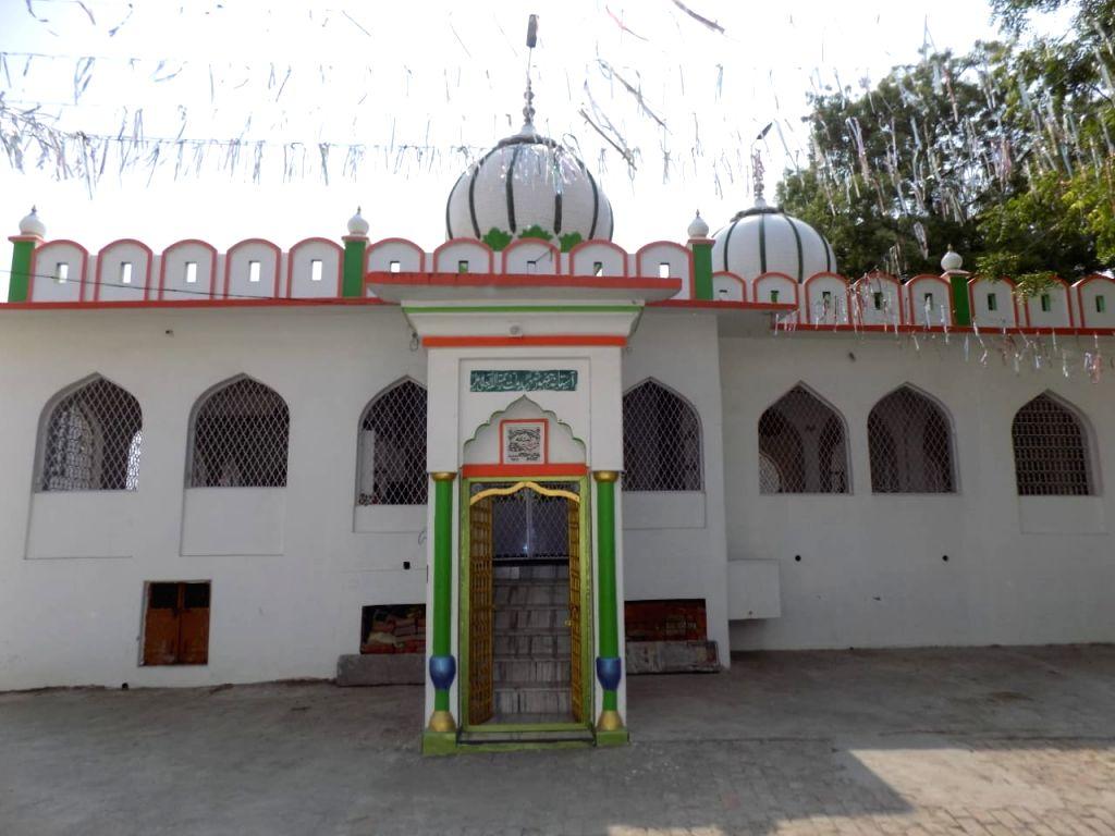 10 Mosques & Dargahs surrounding Ramjanmabhoomi echo harmony & Ayodhya???s syncretic culture.