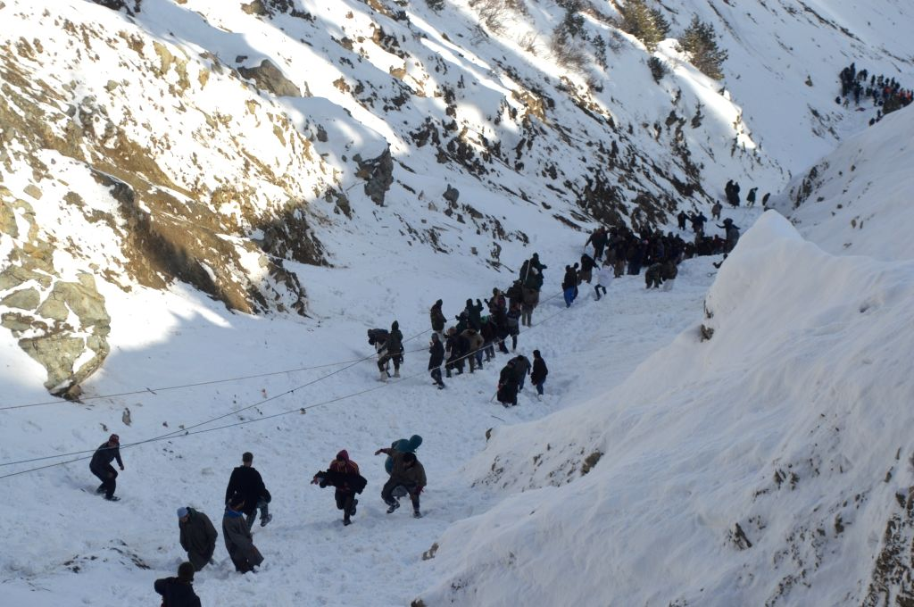 10 persons trapped in snow rescued in J&K