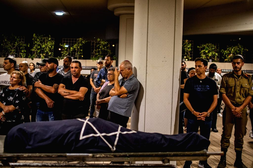 12 May 2021, Israel, Rishon Lezion: Relatives mourn during the funeral of Leah Yom-Tov, who was killed by a rocket fired by the Palestinian Islamist movement Hamas from Gaza towards Israel, amid the ...