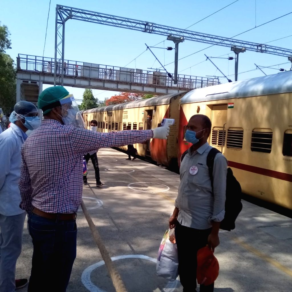 1200 migrant labourers from Gujarat arrive at Sonbhadra in Shramik train.