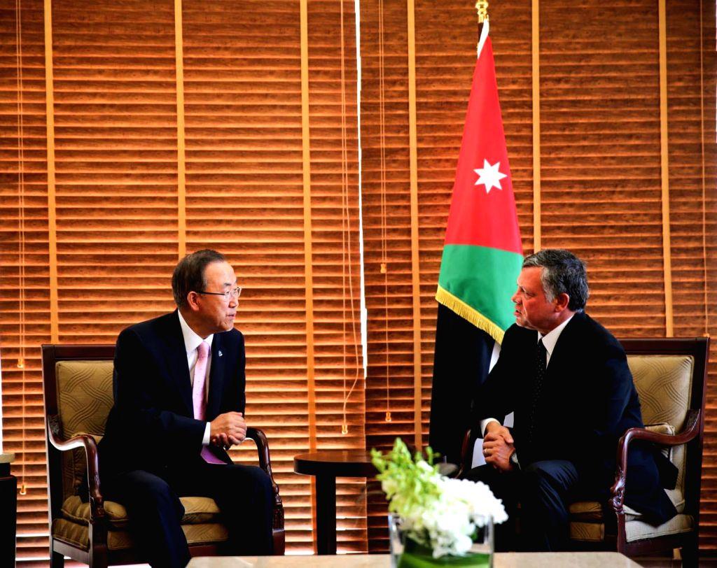 Jordan's King Abdullah II (R) meets with visiting UN Secretary General Ban Ki-moon in Aqaba, Jordan, Aug. 15, 2013.