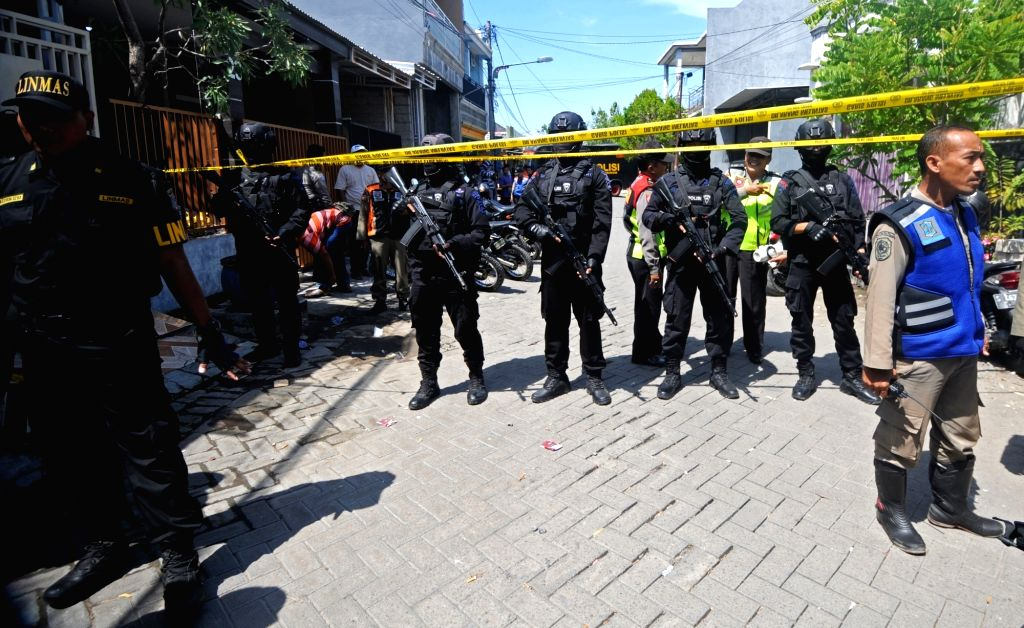 14 hurt in suspected suicide blast at Indonesian church (Ld)