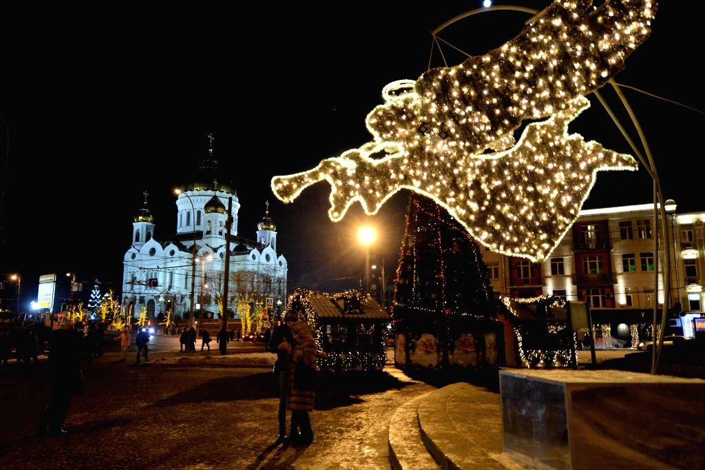 People gather outside the Cathedral of Christ the Saviour on the Orthodox Christmas Eve in Moscow, Russia, on Jan. 6, 2015. Orthodox Christians in Central