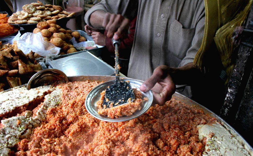 "(150107) -- PESHAWAR, Jan. 7, 2015 (Xinhua) -- A Pakistani vendor prepares sweet dessert locally called ""carrot halwa"" or ""gajerela"" in northwest Pakistan's Peshawar, Jan. 7, 2015. (Xinhua/Ahmad Sidique/IANS)"