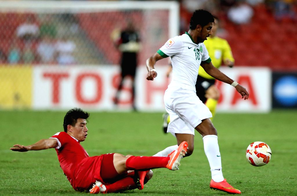 Mei Fang (L) of China vies with Salem Aldawsari of Saudi Arabia during a Group B match at the AFC Asian Cup in Brisbane, Australia, Jan. 10, 2015. ...