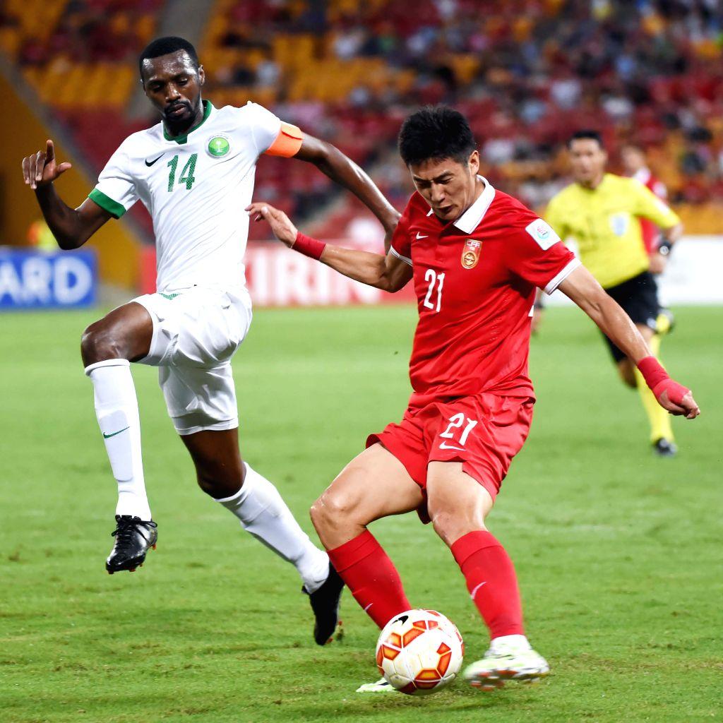 Yu Hai (front R) of China vies with Saud Kariri of Saudi Arabia during a Group B match at the AFC Asian Cup in Brisbane, Australia, Jan. 10, 2015. ...