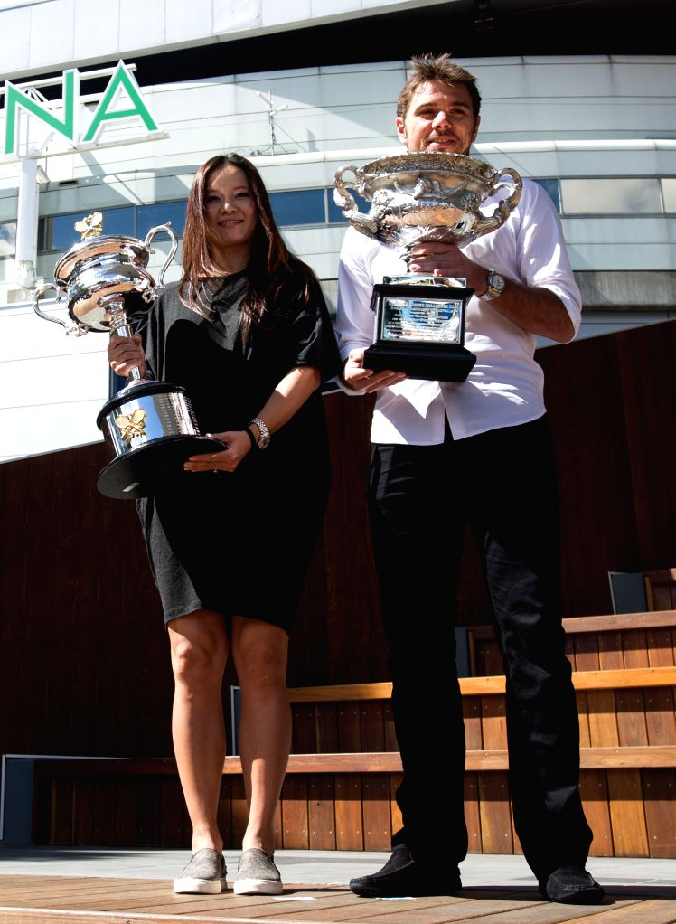 Li Na (L) of China and Stan Wawrinka of Switzerland arrive at the official draw ceremony of 2015 Australian Open tennis tournament at Melbourne Park ..