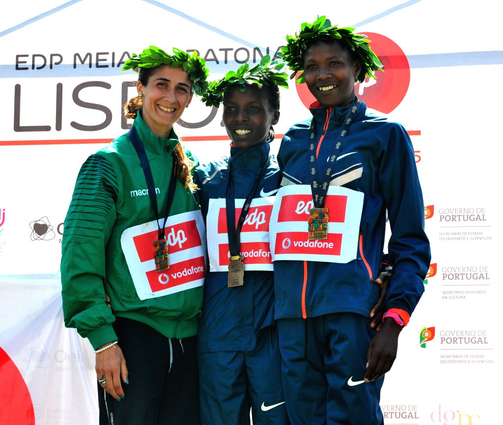 Rose Chelimo (C) of Kenya poses during the awarding ceremony of the 25th Lisbon Half Marathon race in Lisbon, Portugal on Mar. 22, 2015. (Xinhua/Zhang ...