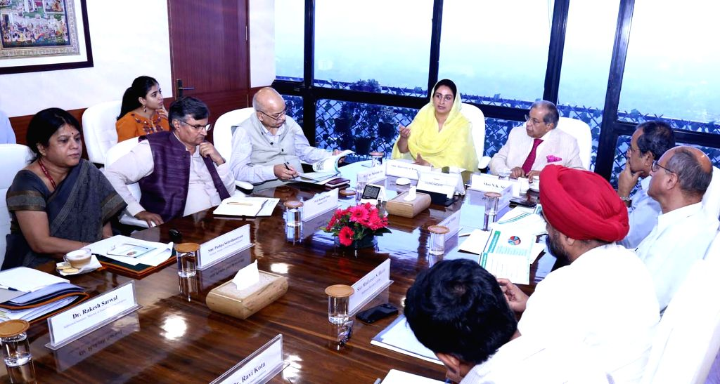 15th Finance Commission Chairman N.K. Singh during a meeting with Union Food Processing Industries Minister Harsimrat Kaur Badal, in New Delhi on Sep 4, 2019. - Harsimrat Kaur Badal and K. Singh