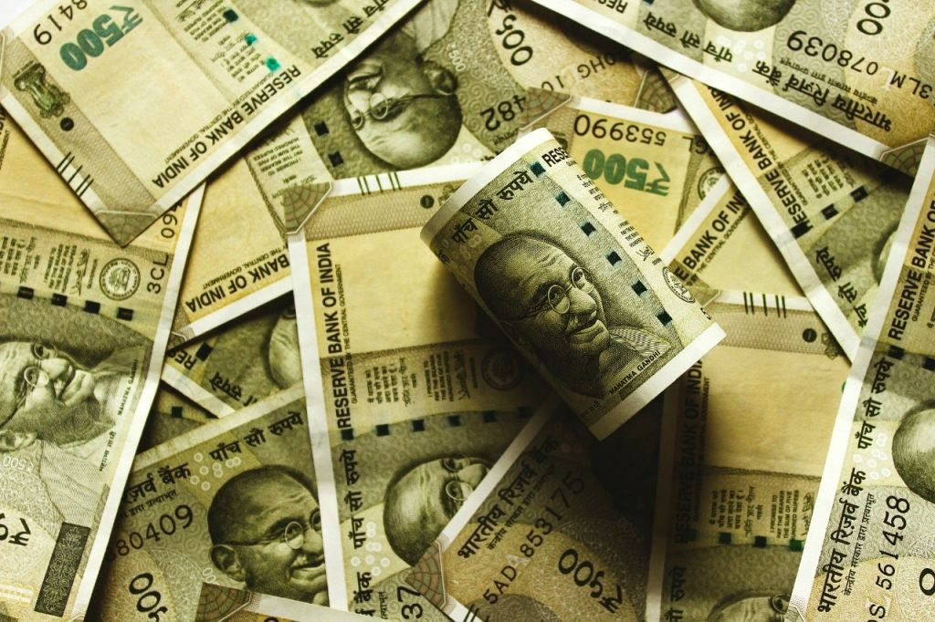 16-yr-old girl finds Rs 10 cr in account, informs police