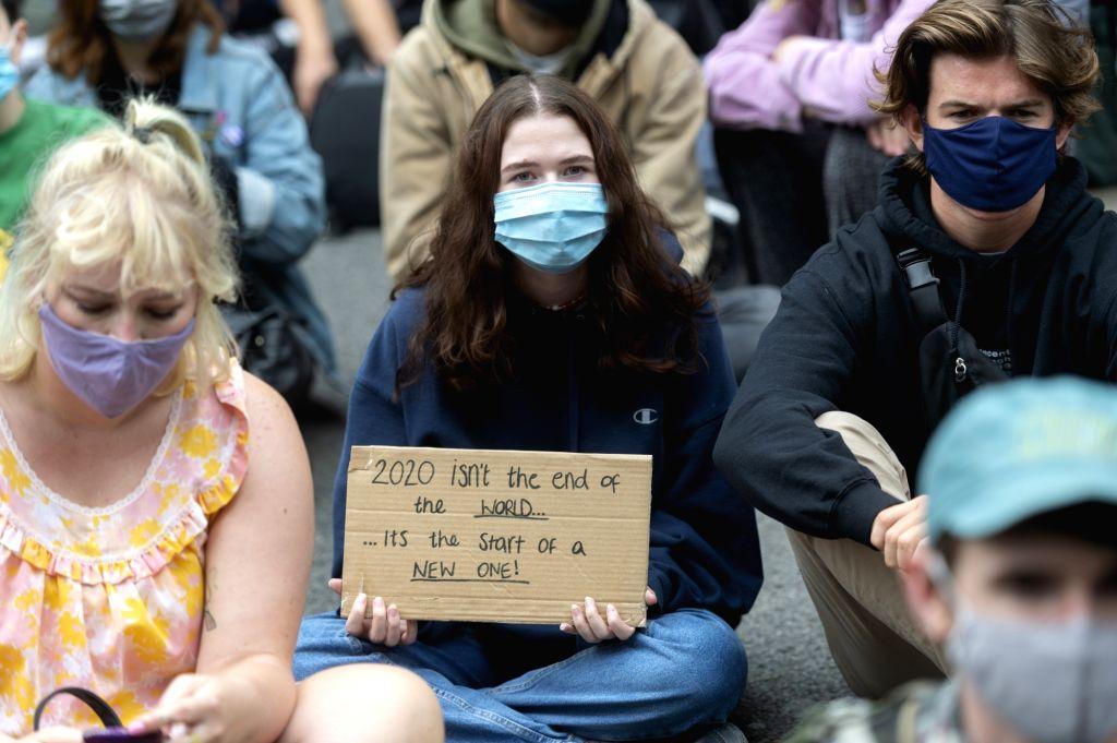 18 arrested in London anti-lockdown protest