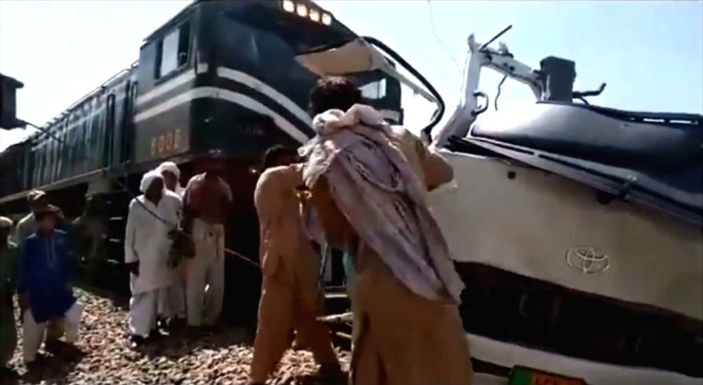 19 Sikh pilgrims killed in bus-train collision in Pak.