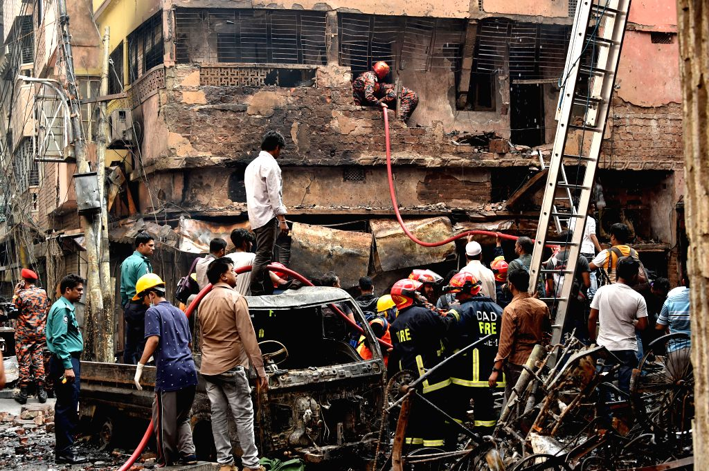 (190221) -- DHAKA, Feb. 21, 2019 (Xinhua) -- Rescuers work at a fire site in Dhaka, capital of Bangladesh, Feb. 21, 2019. At least 81 people have been killed Thursday after a devastating fire tore through a number of buildings in old part of Banglade