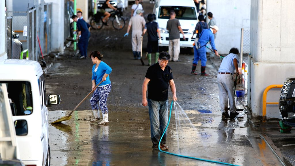 2 dead, 4 missing as typhoon lashes Japan