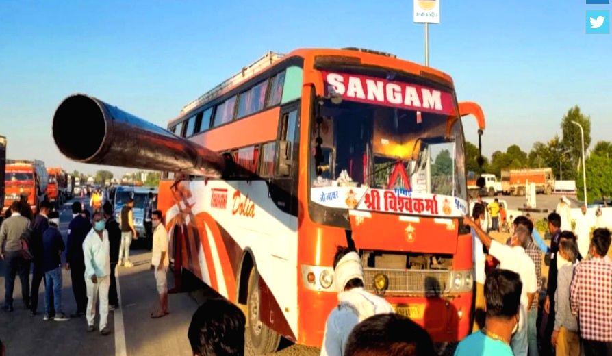 2 killed as pipe pierces through bus window in Raj.