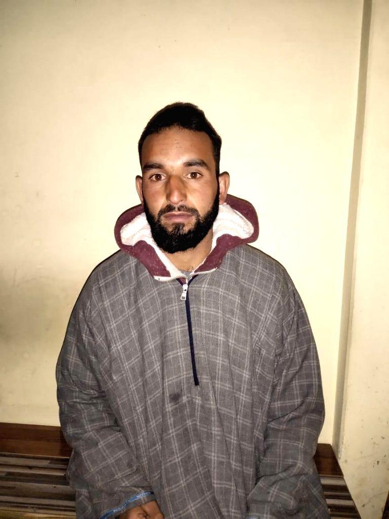 2 terrorists including top LeT recruiter held in Kashmir.