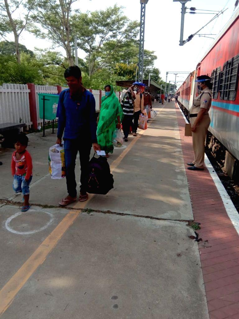 3 Karnataka special trains ferry 4,853 migrants home.